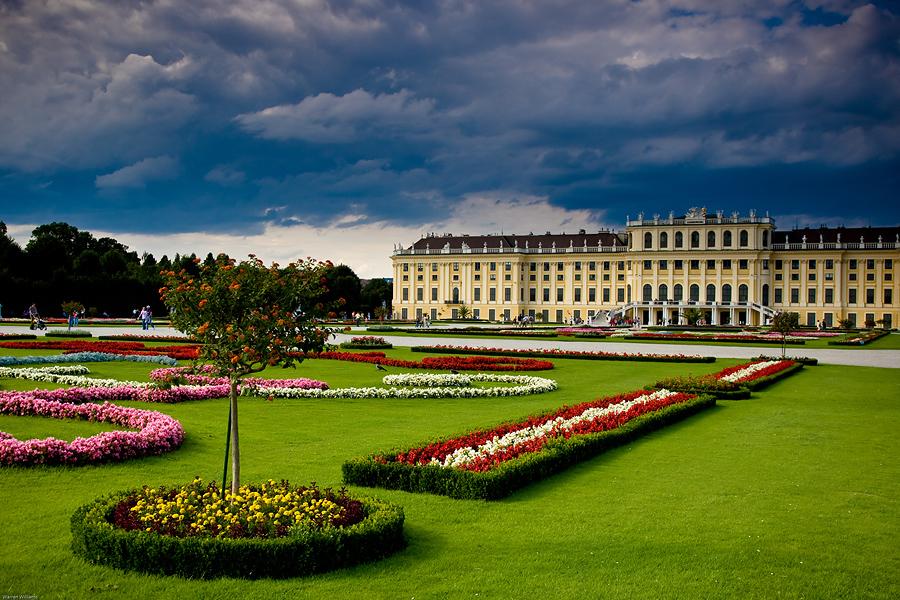 Schoenbrunn Palace Visit, Dinner & Concert at Schoenbrunn Palace