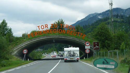 الممر الجبلي Fernpassstraße) في تيرول والبحيراتالفيروزية