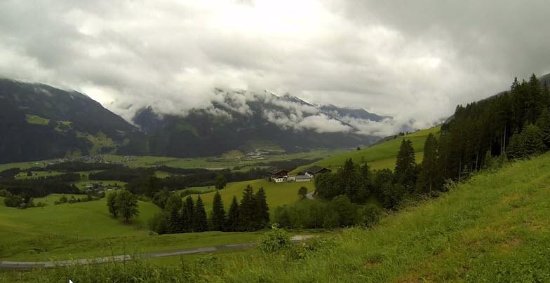 ما اجمل نسمات هذا الصباح الساحر مع هذا الدعاء الطاهر في أحضان الطبيعةالنمساوية