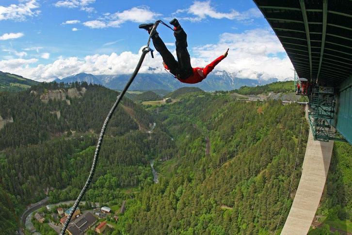 القفز بالحبال من اعلى جسر في النمسا لمن يجرؤفقط