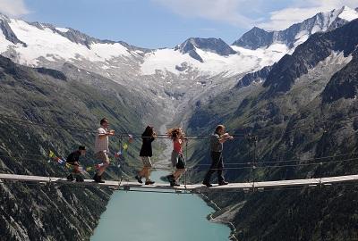 """لاصحاب القلوب القوية """" الجسر المعلق في جبال الألب زيليرتال"""""""