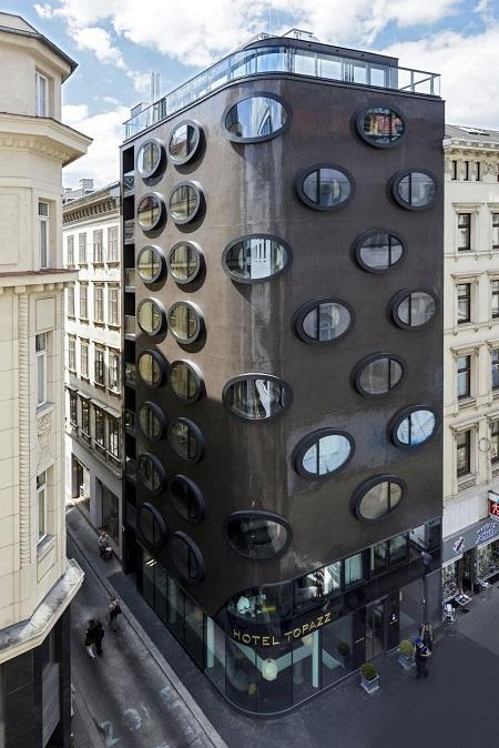 إفتتاح فندق توباز