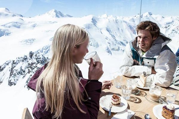 أفتتاح أعلى مقهى في النمسا على قمم الجبالالعالية
