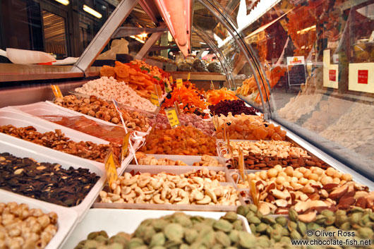 Vienna-Naschmarkt-nuts-and-dried-fruit-5817