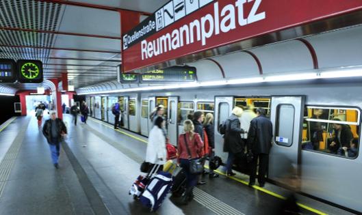 شرح كيفية التنقل عبر مترو فيينابالصور