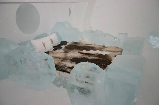 1024px-Icehotel-se-10