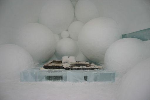 1024px-Icehotel-se-25