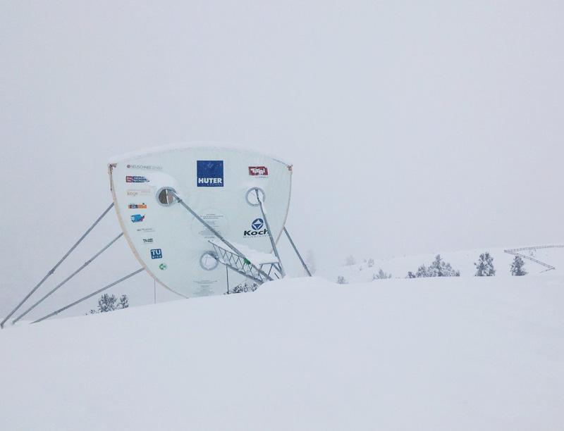 سحابة اصطناعية لإنتاج الثلجالمسحوق