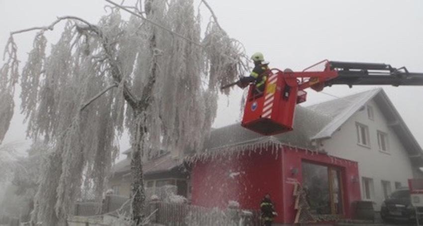 العاصفة الثلجية النادرة لم يسبق لها مثيل التي ضربت فالدفيرتلبالنمسا