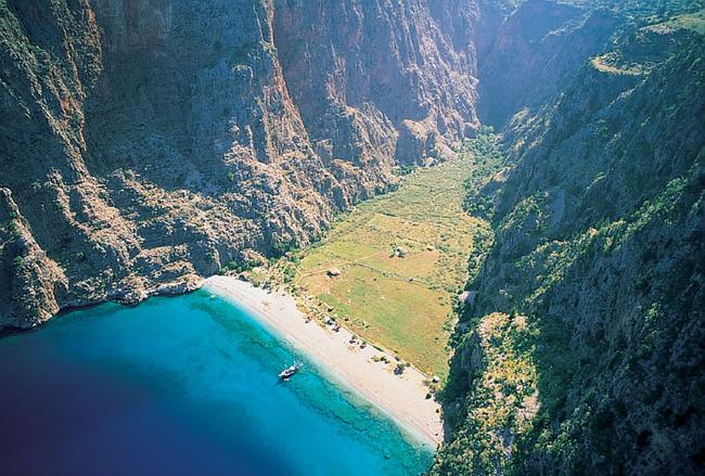 وادي الفراشات الجنة المخفية فيتركيا