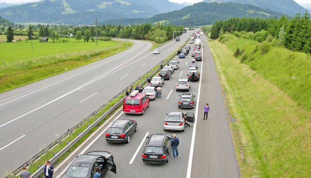 pfingstreiseverkehr-bereits-kilometer-stau-vor-tauerntunnel