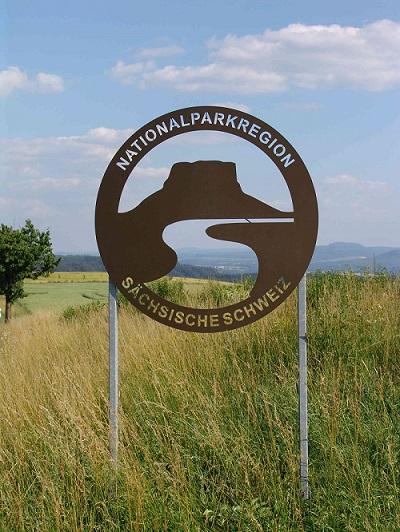 Schild_der_Nationalparkregion_Sächsische_Schweiz_060704_1