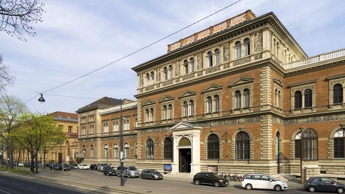 Wien_01_Museum_für_angewandte_Kunst_a