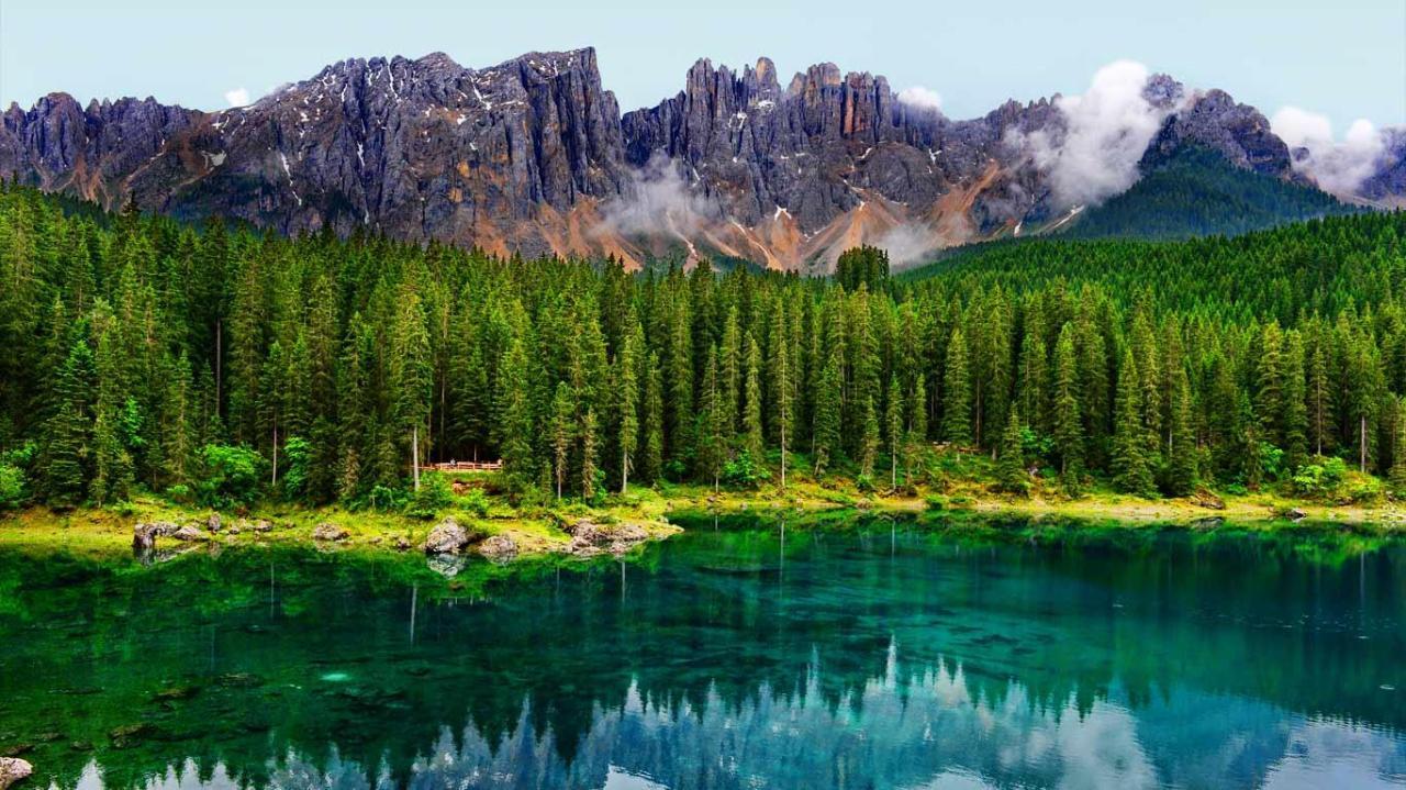 بحيرة كارير سي جوهرةالدولوميت