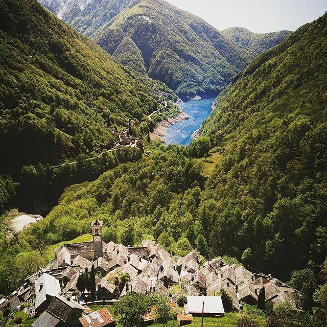 بلدة كوريبو السويسرية