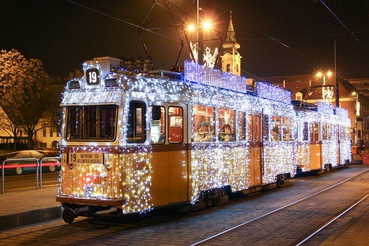 budapest-christmas-trams